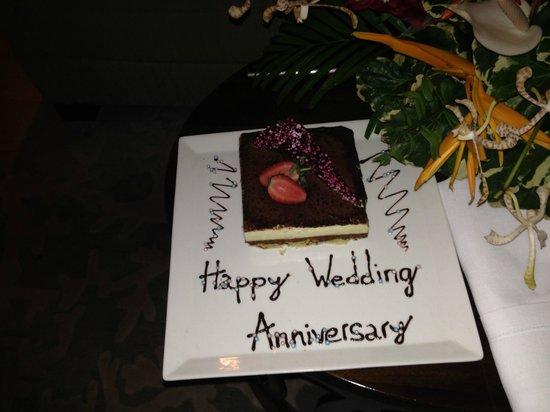 Raffles Seychelles: Anniversary Cake
