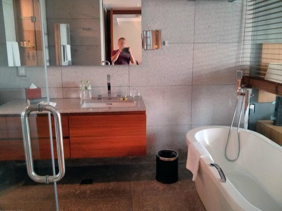 InterContinental Residences Saigon: bathroom