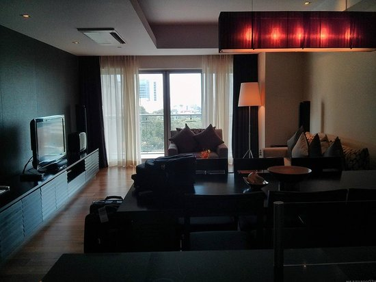 InterContinental Residences Saigon : living room (view from kitchen)