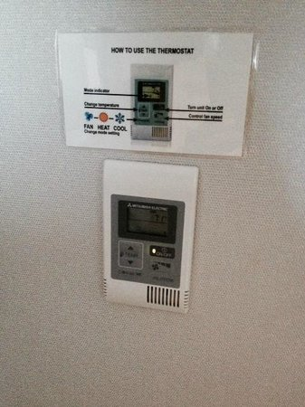 Holiday Inn Irvine Spectrum: Heat & Air controls