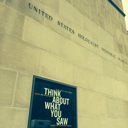 Museo Memorial del Holocausto de Estados Unidos: Entrance to US Holocaust Museum