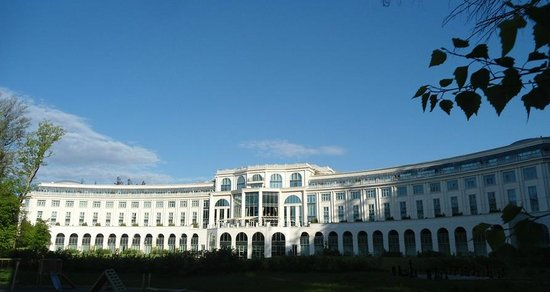 Powerscourt Hotel, Autograph Collection: The exquisite Ritz-Carlton, Powerscourt in the morning sun