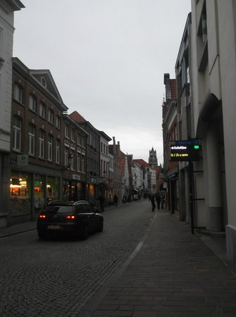Novotel Brugge Centrum: main street where the hotel is located