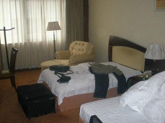 Shanghai JC Mandarin Hotel : beds