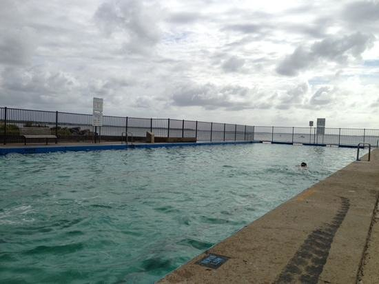 Huskisson Beach Motel: public use salt water pool in Husky...