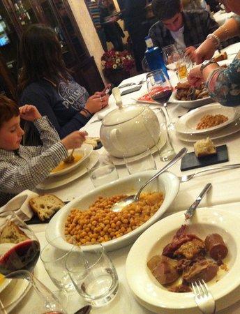 Restaurante El Astorgano: Menú cocido