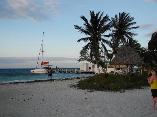 Raggamuffin Tours - Day Tours: Ragga Empress at Rendezvous Caye, Belize