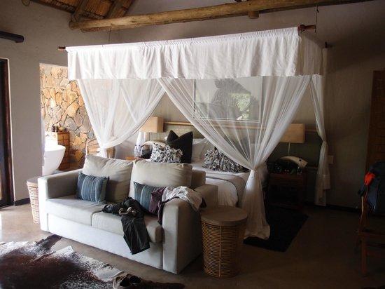 Nambiti Hills Private Game Lodge: room