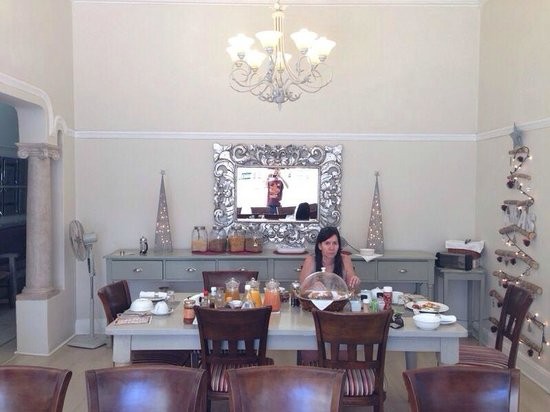 Cloud 9 Boutique Hotel & Spa: Breakfast table.