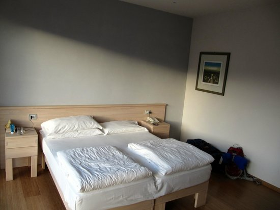 Hotel Ariston: Comfortable double bed