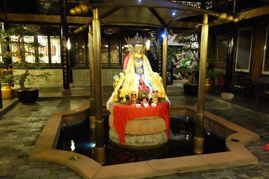 BuddhaZen Hotel: In the hotel courtyard