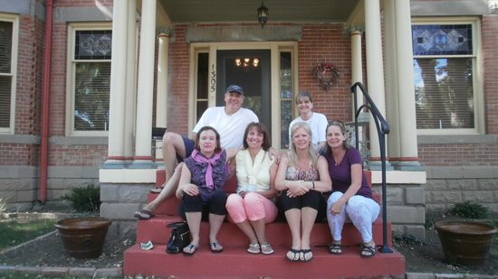 Florence Rose Bed and Breakfast : The wives with Bob & Barb at Florence Rose B&B