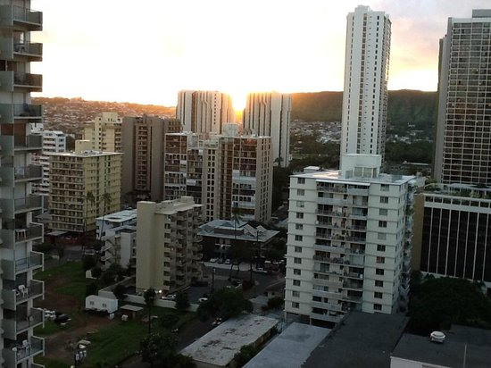 Vive Hotel Waikiki : VIEW FROM BALCONY-SUNRISE