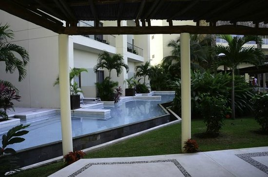 Secrets Vallarta Bay Resort & Spa: Swim-up rooms on the 1st/ground floor