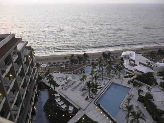 Secrets Vallarta Bay Resort & Spa: 12th floor view from room of the pool area and beach
