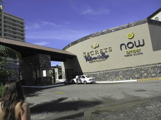 Secrets Vallarta Bay Puerto Vallarta: Resort gated entrance
