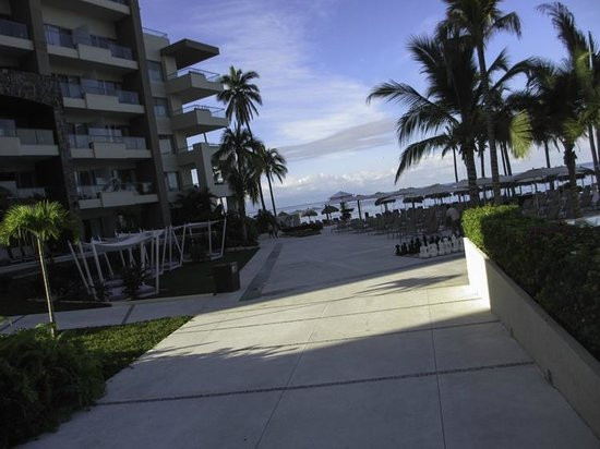 Secrets Vallarta Bay Puerto Vallarta: Walking towards the pool from the resort