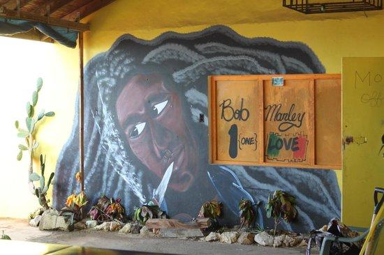One Love Bus Bar Crawl: Bob Marley mumural is great