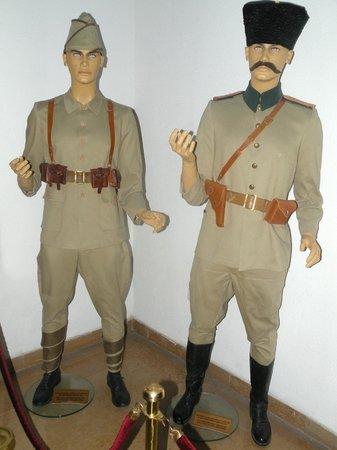 Militärmuseum (Harbiye Askeri Müzesi): Military Officer Uniforms from early 20th century