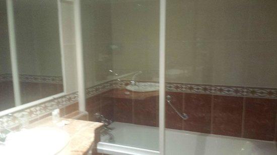 BEST WESTERN Hotel Toubkal: Banheira confortável para se descansar