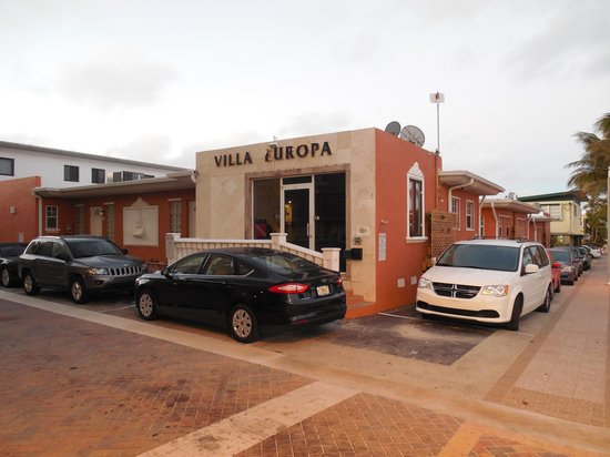 Villa Europa Hotel: The front of the hotel