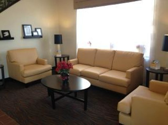 Sleep Inn & Suites Monticello: Lobby Seating Area