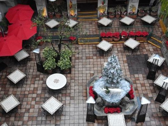 The Mission Inn Hotel and Spa : One of the outdoor dining areas.