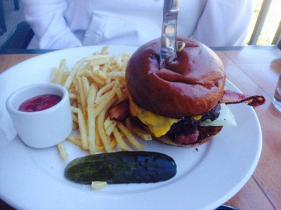 Creekside American Bistro: Burger - yummy