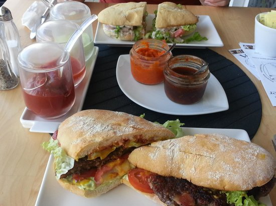 Nam Nam: Burger and sauces (very hot and very very hot)