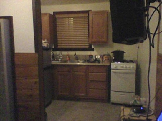 Wolf Creek Resort: Nice small kitchen.