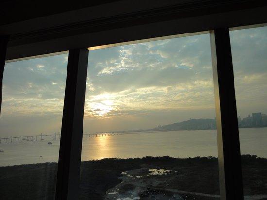 Mandarin Oriental Macau: 窗外日出景觀