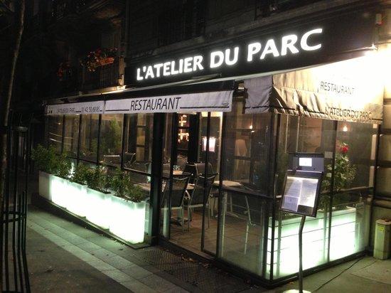 L'Atelier du Parc: Outside seating and entrance