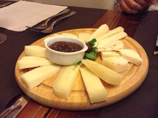L'Archetto di Cavour: tavola di formaggio