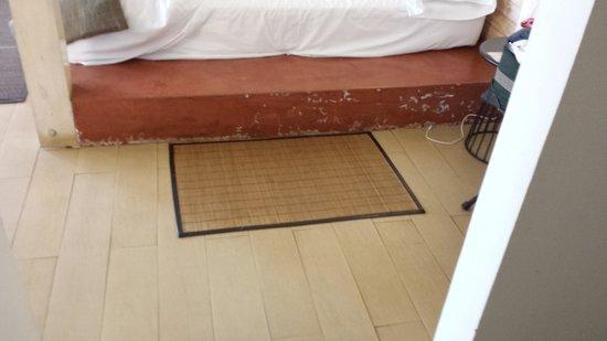 Hotel Altiplanico: Dangerous Concrete Platform onto Bed