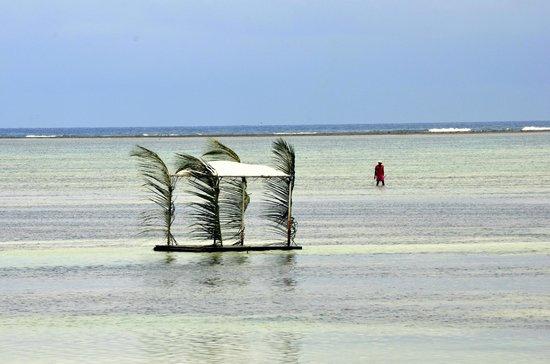 Breezes Beach Club & Spa, Zanzibar : Low tide