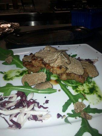 Girasole: Tris di filetto con pesto di rucola e scaglie di tartufo nero