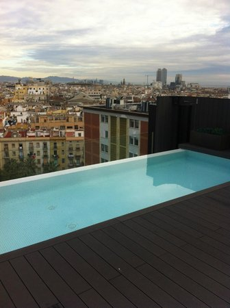 Andante : piscina panoramica de Barcelona