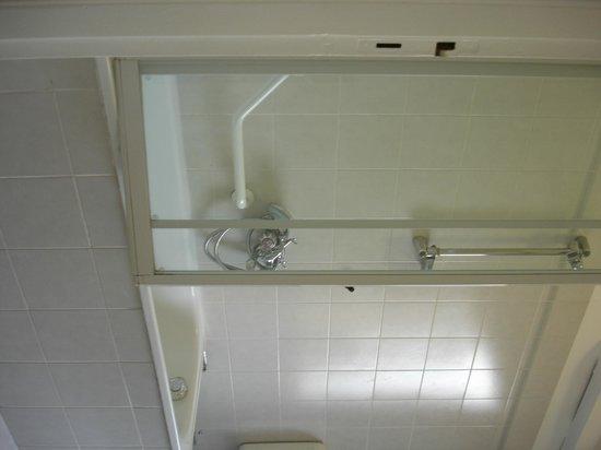 Hotel Agnello D'Oro : Very clean European style bath