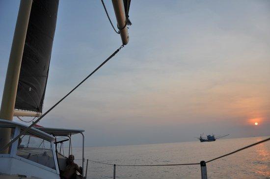 Island Cruises Sailing: puesta de sol