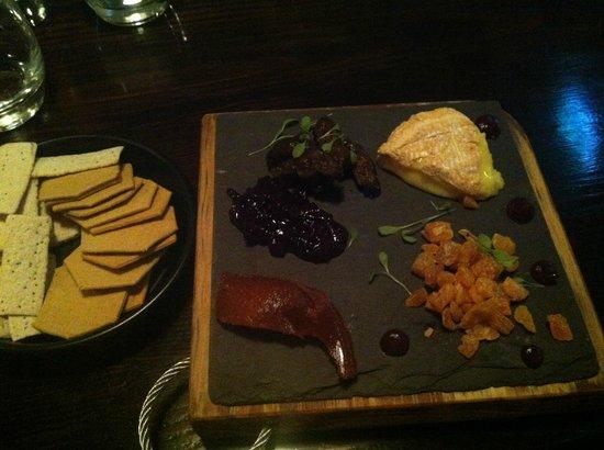 Fiddlesticks Restaurant & Bar: Cheese selection for one