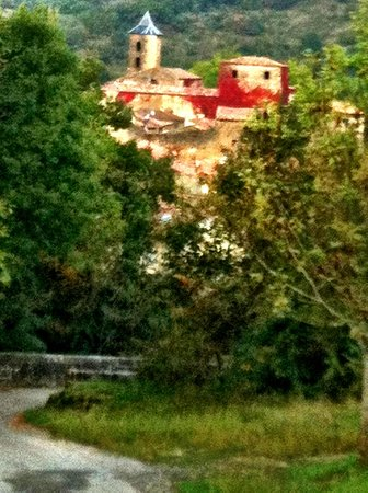 L'Abbaye Chateau De Camon: Chateau from a hike