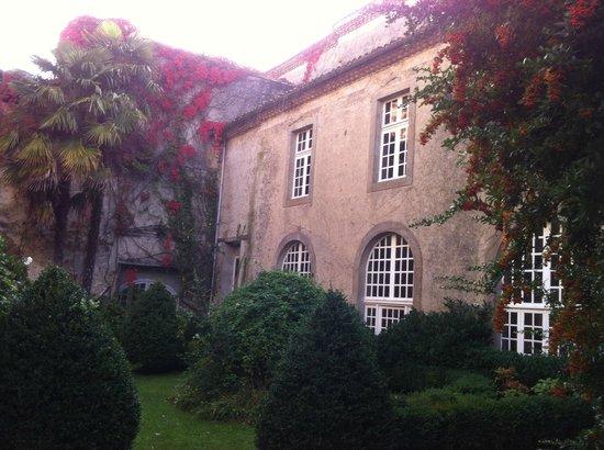 L'Abbaye Chateau De Camon: Inner courtyard 2