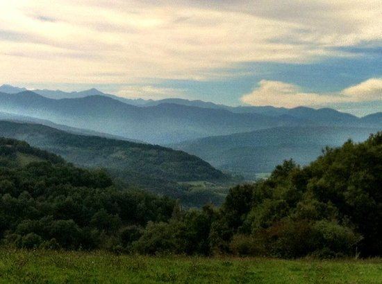 L'Abbaye Chateau De Camon: Veiw of the Pyrenees from a hke from the Chateau