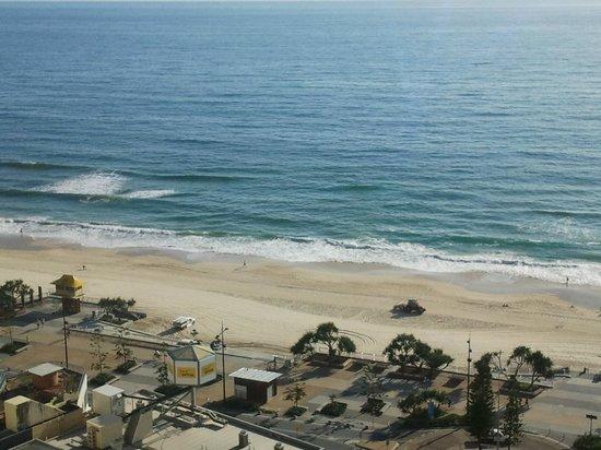 Beachcomber Resort Surfers Paradise: Ocean view from balcony.