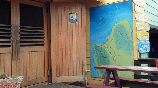 Waialua Bakery: The entrance...