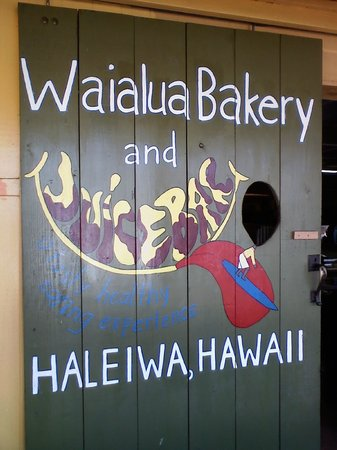 Waialua Bakery: Great Art work is all over the bakery