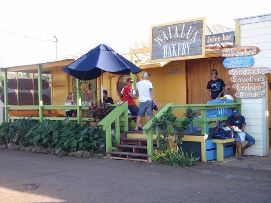Waialua Bakery : The outdoor seating