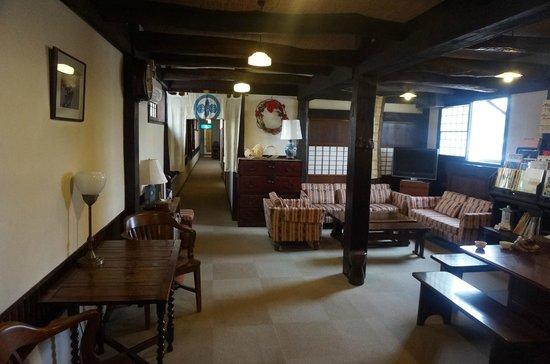 Rickshaw Inn: Common lounge area
