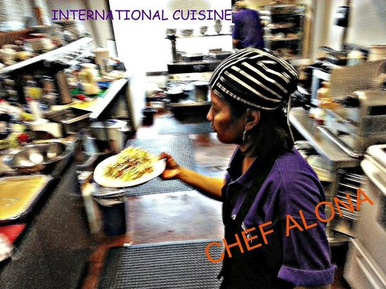Cafe Alona: chef alona