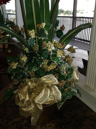 Perdido Key Oyster Bar Restaurant: Floral Christmas Arrangement